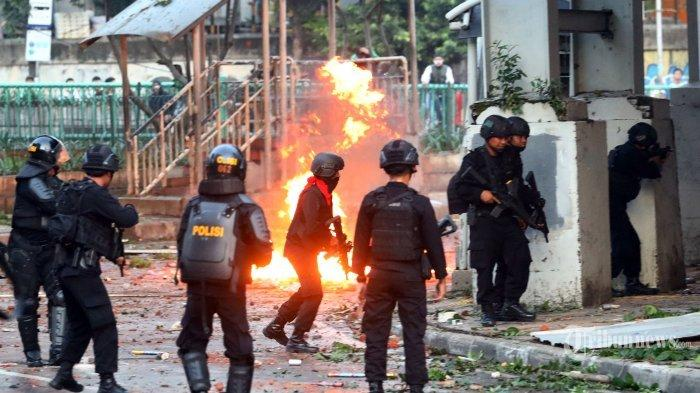 kerusuhan-22-mei-di-kantor-bawaslu.jpg