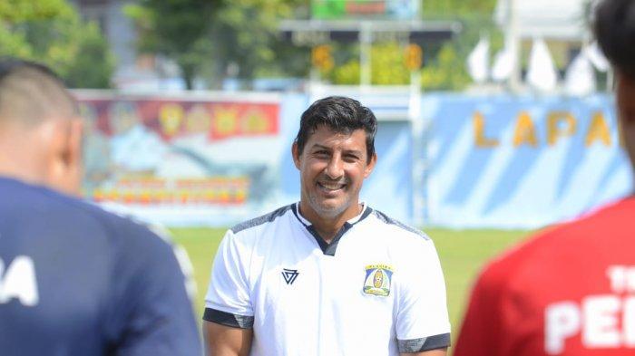 Angel Alfredo Vera Terus Evaluasi Tim Persiba Balikpapan Meski Kompetisi Liga 2 Dihentikan