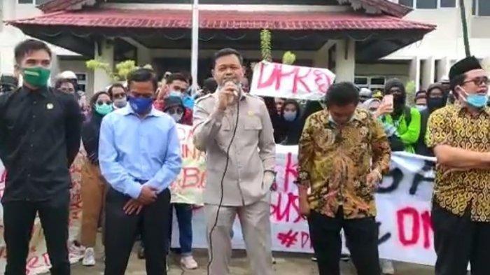 Ketua DPRD Diteriaki Demonstran Karena Salah Mengucapkan Ini