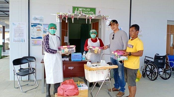 Peduli di Tengah Wabah Corona, Ketua LMP Mahulu Bagikan Makanan dan Hand Sanitizer ke Petugas