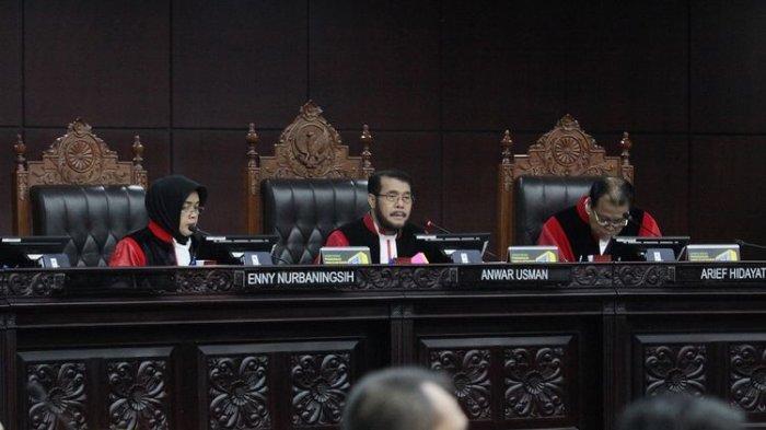 Kuasa Hukum Golkar Kena Tegur Hakim MK Bahkan Diancam Dikeluarkan saat Sidang, Ini Penyebabnya