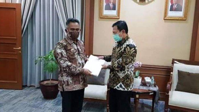 Walikota Khairul Dapat Penghargaan dari Menteri Kesehatan