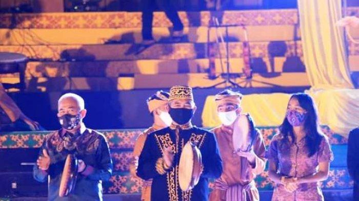 Bersama Wawali, Walikota Khairul Hadiri Pagelaran Adat Budaya Dumud 2020