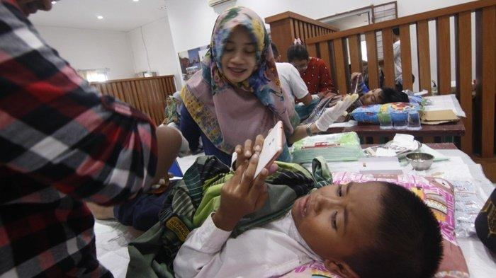 Bank Mandiri Khitan 300 Anak di Pulau Kalimantan, Orangtua Anak Yatim Terharu Dibantu