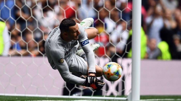 Tepis Tendangan Penalti Eriksen, Samir Handanovic Bawa Inter Milan Menang Atas Tottenham