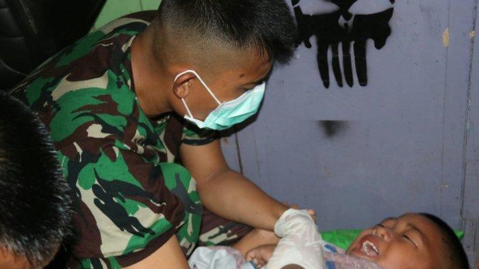 Dua Anak Asuh Pos Kotis Satgas Pamtas Yonif Raider 303/SSM Kostrad Dikhitan di Mahakam Ulu