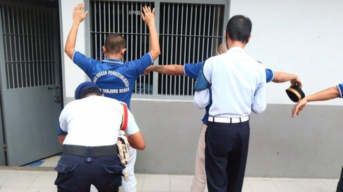 Antisipasi Gangguan Kamtib, KPR Rutan Tanjung Redeb Berau Razia Wisma Hunian Warga Binaan