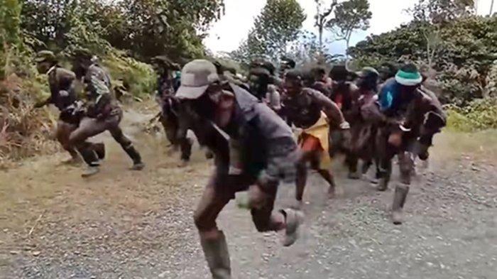 Sempat Buron 3 Tahun Usai Tembak Prajurit TNI, Kini Pentolan KKB Papua Masuk Perangkap TNI-Polri