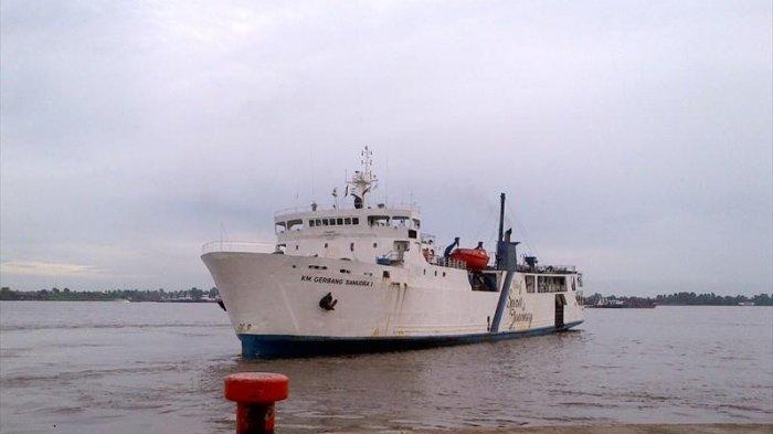 BREAKING NEWS: Kapal KM Gerbang Samudra I Tujuan Banjarmasin Terbakar, 145 Penumpang Dievakuasi