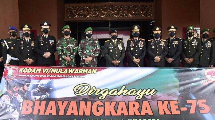 Pakai Panser Anoa, Pangdam VI/Mlw Ucapkan Dirgahayu ke-75 Bhayangkara