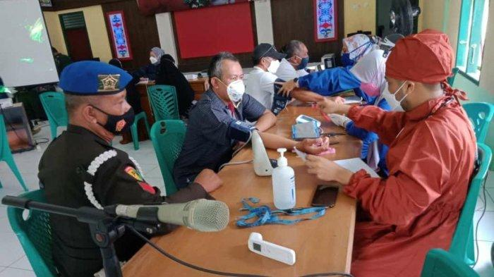 Bupati Berau Sri Juniarsih Tinjau Langsung Vaksinasi Massal yang Digelar Kodim 0902/Bru