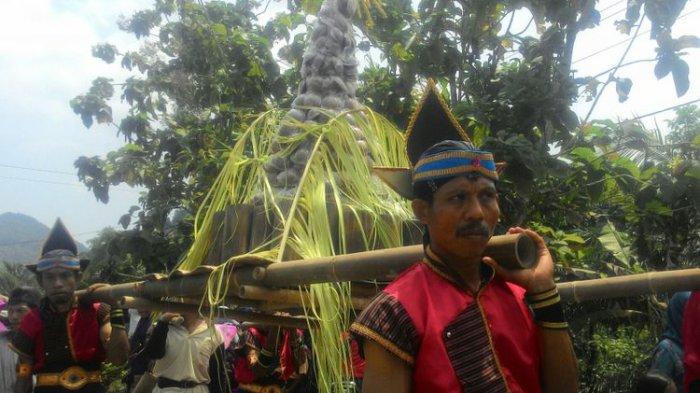 Begini Ungkapan Syukur Warga Dusun di Gunungrego, Rebutan Hasil Bumi hingga Tandas