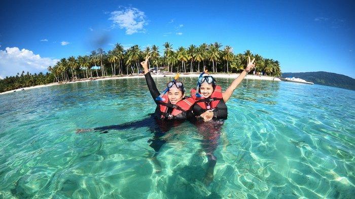 Kegiatan menyelam bebas Komunitas Freediver Balikpapan, Kalimantan Timur.