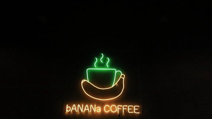 Menu kuliner di Banana Café N Resto Samarinda. Pengunjung tak hanya bisa menikmati sajian enak tapi juga bisa bersantai mendengarkan musik dari band kafe dan pemandangan indah Kota Samarinda.