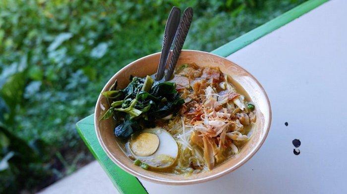 Soto Ayam Plus Kangkung? Cuma Ada di Kang Bejo Balikpapan, Coba Nikmati Kesegaran dan Gurihnya Kuah!