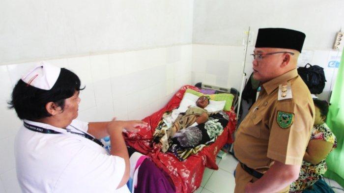 Wakil Bupati Berau Agus Tantomo Jenguk Balita Tersiram Minyak Panas, Ini Kondisi Balita Itu Sekarang