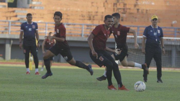Sulitnya Mencari Striker Lokal Jadi Salah Satu Pertimbangan Borneo FC Samarinda Datangkan Guy Junior