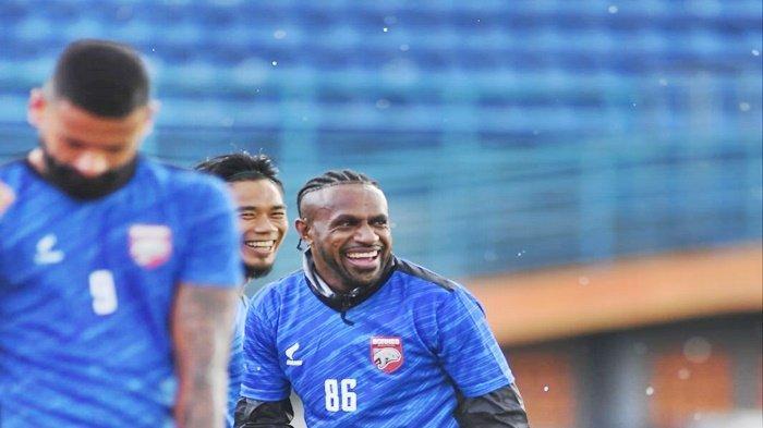 Bergabung dengan Borneo FC Samarinda, Boaz Solossa Akui Sudah Seperti Keluarga