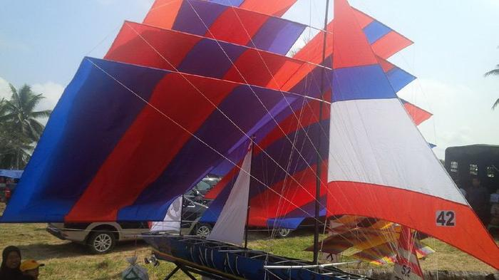TNI AL Tampilkan Layang-layang Perahu