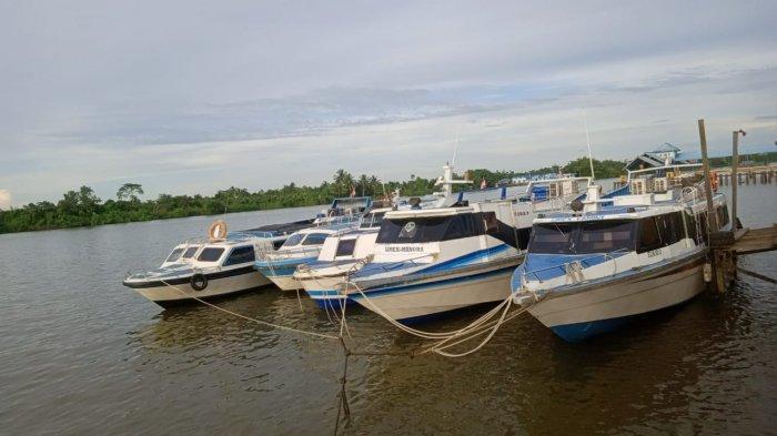 lima-speed-boat-reguler-bersandar-di-tepi-sungai-kayan-tanjung-selor-senin-612020.jpg