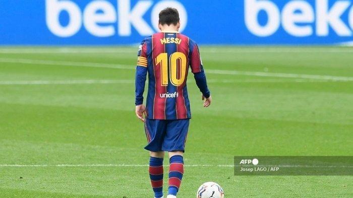 Lionel Messi saat pertandingan sepak bola liga Spanyol antara FC Barcelona dan Cadiz CF di stadion Camp Nou di Barcelona pada 21 Februari 2021.