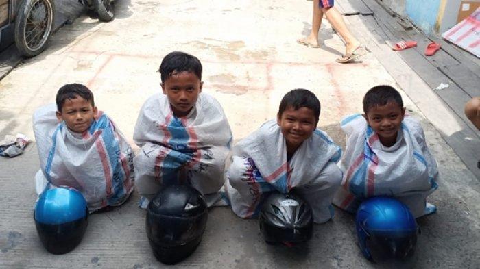 Kemeriahan HUT RI Belum Berakhir, Warga Samarinda Gelar Lomba Balap Karung Pakai Helm