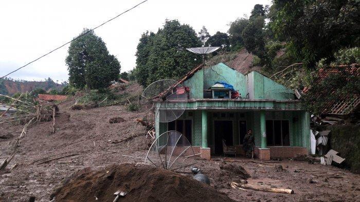 Hujan Deras dan Berkabut, Presiden Jokowi Gagal Mendarat di Lokasi Longsor Sukajaya, Kabupaten Bogor