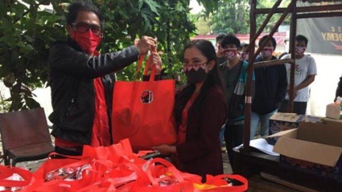 Anggota DPRD Kaltim Bagikan Paket Sembako Kepada Mahasiswa Kubar dan Mahulu yang Masih di Samarinda