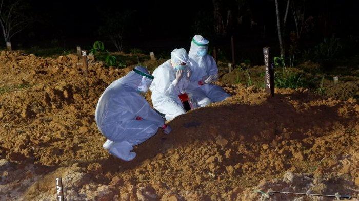 BERITA FOTO Prosesi Pelepasan Sampai Penguburan Almarhum Bupati Berau Muharram di Balikpapan
