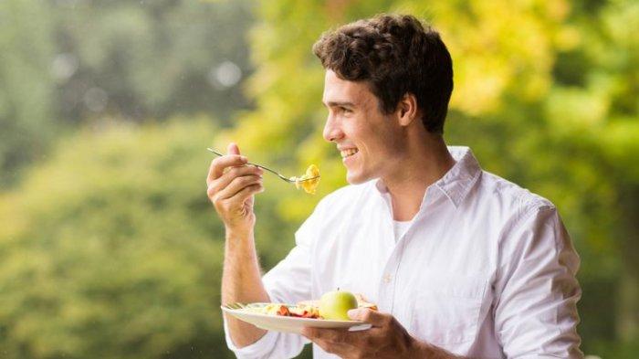 Jangan Sampai Salah, Ini Kebiasaan Setelah Makan yang Merugikan Bagi Tubuh, Diantaranya Makan Buah