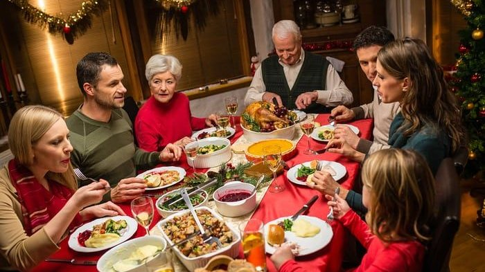 Ulat Goreng hingga Kepala Kambing yang Dipanggang, Inilah 5 Tradisi Hidangan Natal Teraneh di Dunia