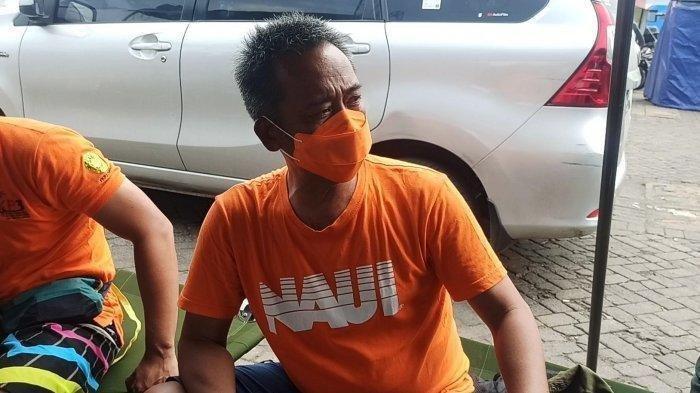 Makmur Ajie Panangian (54), penyelam relawan dari POSSI, saat ditemui di posko utama operasi SAR Sriwijaya Air SJ-182, Dermaga JICT II, Pelabuhan Tanjung Priok, Jakarta Utara, Selasa (12/1/2021).