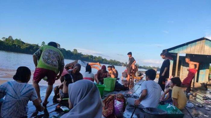 Pasokan Air PDAM Tirta Sendawar Kutai Barat Terganggu, Warga Melak Pilih Pergi ke Sungai
