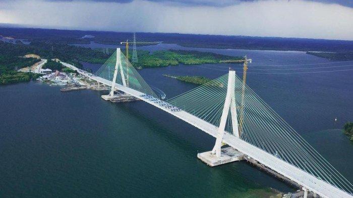 Uji Beban, 61 Truk Masing-masing Bermuatan 25 Ton Berjejer di Jembatan Pulau Balang