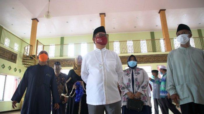 Bangun Swadaya Masjid Sirajul Huda, Gubernur Irianto Puji Kekompakan Warga Sabanar Baru