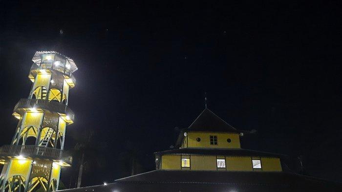 Wisata Religi ke Masjid Sirathal Mustaqim Samarinda, Ada Al Quran yang Ditulis Tangan 3 Abad Lampau
