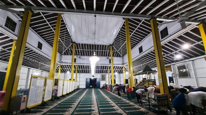 Masjid Sirathal Mustaqim, Jalan Panglima Bendahara, Samarinda Seberang, Kalimantan Timur.