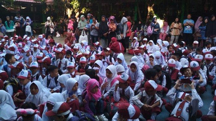 Hari Pertama Masuk Sekolah - Orangtua Murid SD di Balikpapan Merasa Ikut Sekolah