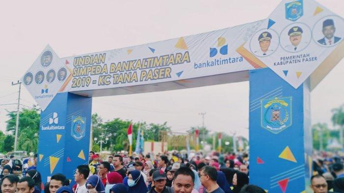 Antusias Peserta Jalan Santai HUT Ke-60 Kabupaten Paser, Halaman Kantor Bupati Dipenuhi Masyarakat