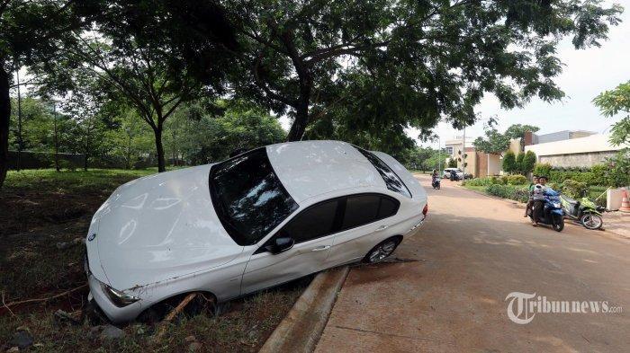 Kenapa Mobil BMW 320i Terbawa Arus Banjir Jabodetabek Tidak Tenggelam Tetap Mengambang? Ini Faktanya