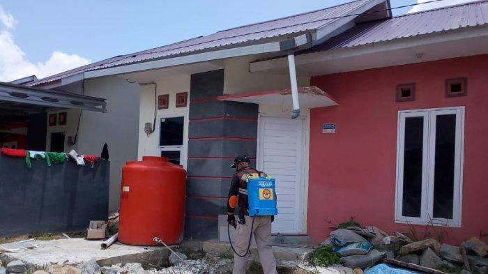 Tim relawan melakukan semprot disinfektan Covid-19 dalam rangka menangkal penyebaran virus Corona, Kalimantan Timur. TRIBUNKALTIM.CO/BUDI SUSILO