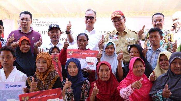 Percepat Pemulihan Korban Gempa di Lombok, Mensos Serahkan Bantuan Rp 5,9 Miliar
