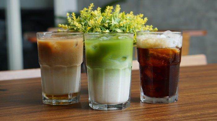 Menu sajian minuman di LeAva Coffee & Eatery.