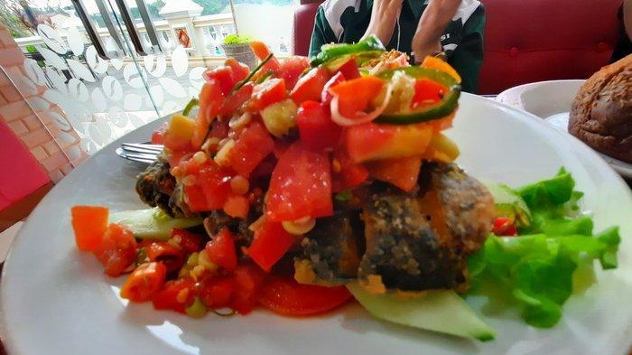Mencicipi Menu Vegetarian di Fortunate Coffee Samarinda, Hmmm Lezatnya Ocean Sambal Matah Rasa Ikan!