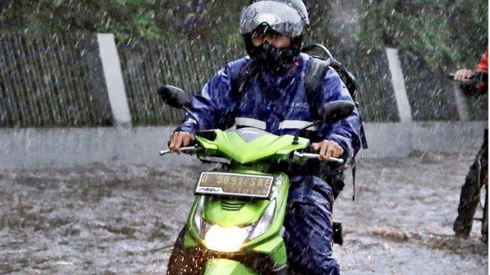 Berkendara saat Hujan Disertai Angin Kencang, Inilah Hal yang Harus Dilakukan Menurut Pakar Safety