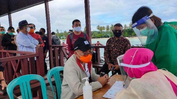 Kerjasama TNI-Polri, Kecamatan Siagakan Petugas Periksa Kesehatan Pengunjung Pulau Maratua