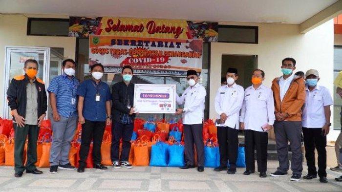 BUMN Serahkan 210 Paket Sembako ke Tim Gugus Tugas Penanganan Covid-19 Berau