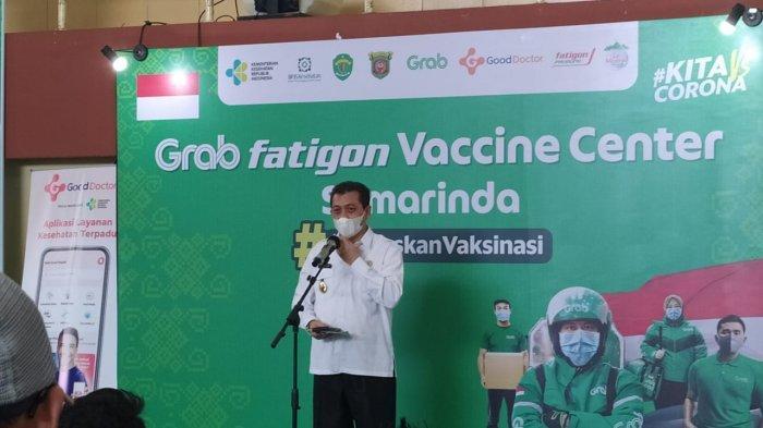 Vaksinasi Covid-19 Massal di GOR Sempaja Samarinda, Wagub Hadi Mulyadi Berpesan Gaya Hidup Sehat.
