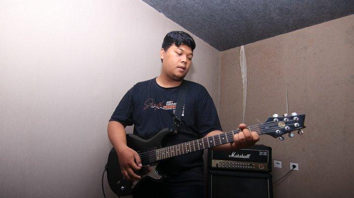 Alan Dwiansyah (Rhythm Guitar) grup band Friendkids asal Balikpapan, pengusung genre Rock Alternatif.