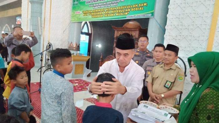 Muslimat dan Fatayat NU Kubar Santuni 190 Anak Yatim Dhuafa